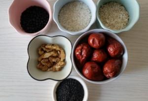 红枣、核桃仁、黑芝麻、冰糖各半斤