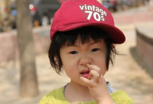 孩子经常用手淘鼻孔