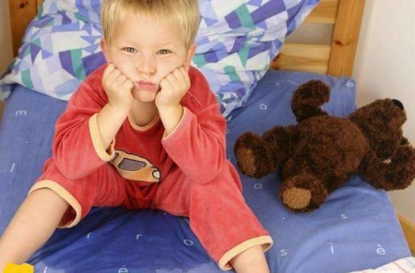尿床是怎么回事,孩子3周岁了还尿床正常吗?