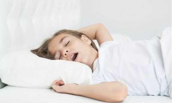 医案:4岁男孩儿睡觉打呼噜,腺样体肥大必须手术吗?