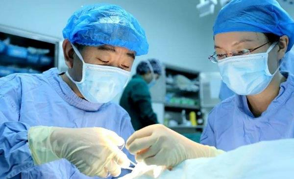 鞘膜积液必须手术吗会疼吗